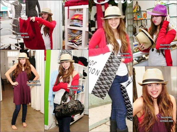 - 05/01/2006 : Miley est allée faire du shopping avec sa maman dans un quartier de New York City. -