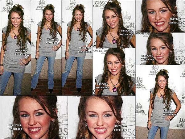 - 24/03/2006 : Miley était présente à un concert à l'amphiteatre  « Gibson » qui se situait à Los Angeles. -