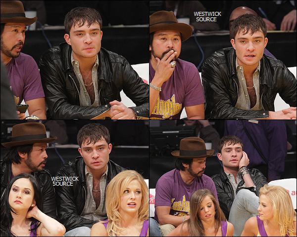 CANDIDS Le 20 mars, Ed a assisté a un match de basketball à Los Angeles, accompagné d'un ami.Le 22 mars, c'est déjeunant au Kings Road Cafe qu'il a était photographié par les paparazzis.
