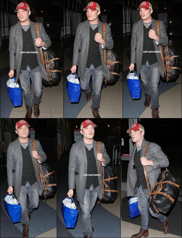 CANDIDS Ed à l'aéroport de Los Angeles, partant pour New York, le 3 Février dernier.