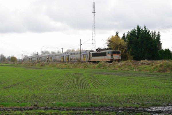 Rame VB2N en direction de Valenciennes avec la BB-25631 en pousse