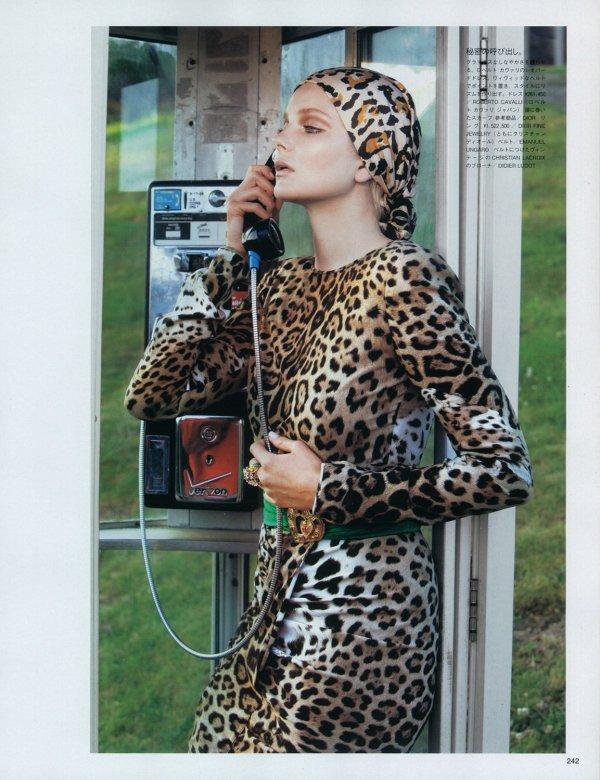 Eniko Mihalik pour Vogue Nippon, novembre 2010