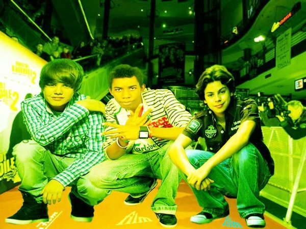 Jake T. Austin et Justin Bieber et Jonathan