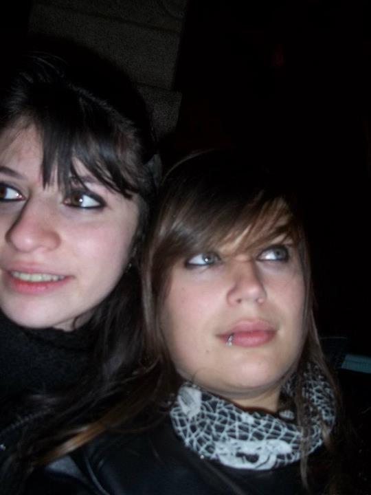 Quand on a une meilleure amie comme elle, on n'a besoin de rien d'autre... Sans elle, je ne serais pas ce que je suis aujourd'hui. Je lui dois ce que je suis. Une meileure amie on ne la choisie pas avec notre cerveau mais avec le coeur. Bref, Flore-Eva & Alicia... Je l'aimeee ! :3