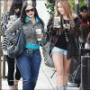 30/12/10 :  Miley Cyrus se promenant dans Los Angeles avec Denika. Top/Bof ou Flop ?