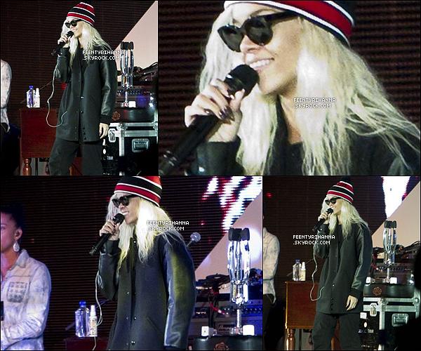 . 10.03.12 : Rihanna Fenty aux répétitions du concert de charité Make It Right, puis performant le soir. .