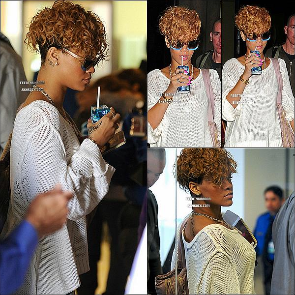 . 03/01/10 : Rihanna et Matt Kemp ont été aperçut à l'aéroport de Los Angeles où Rihanna est ravissante !.