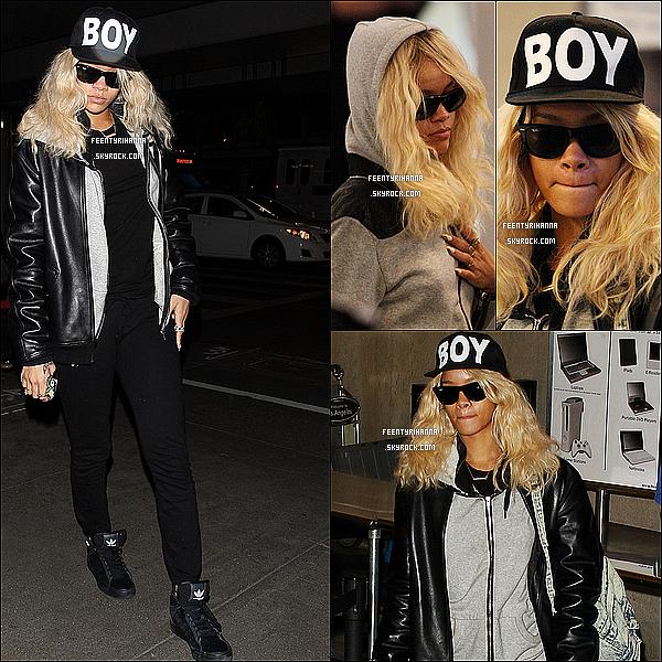 . 26/03/12 : Rihanna aperçut avec Mélissa à l'aéroport LAX de Los Angeles. Top ou flop pour Riri ?.