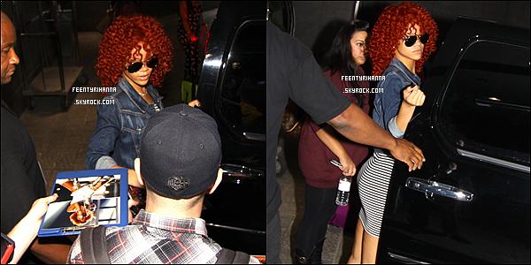 . 10/06/11 : Rihanna quittant son hôtel pour se rendre au Centre Bell pour performer à Montréal. .