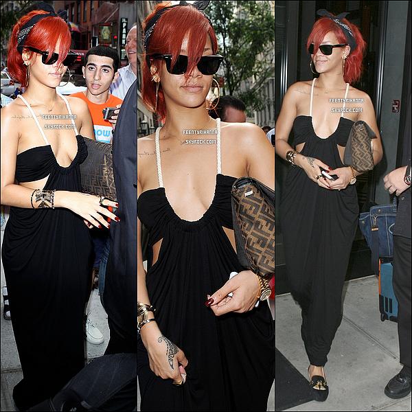 . 21/07/11 : RiRi quittant son hôtel puis aperçut après son concert allant se changer pour aller s'amuser..
