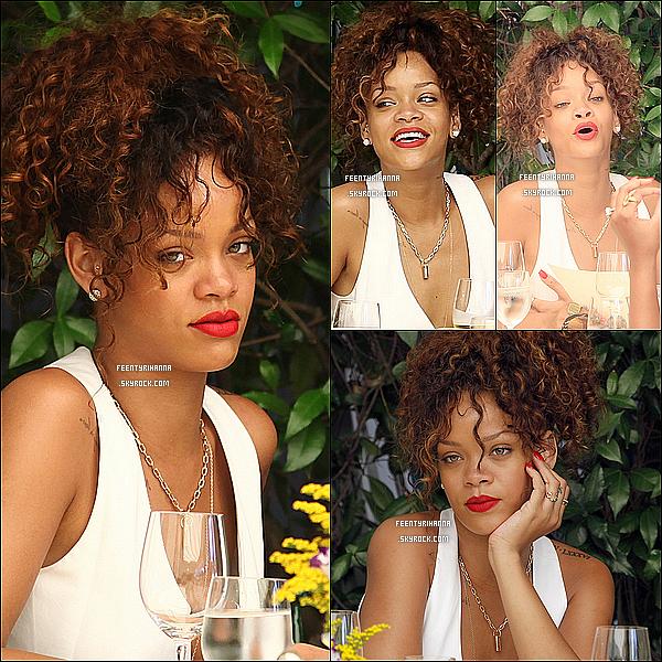 . 24/08/11 : Rihanna au restaurant à Portofino puis dans les rues de la ville en Italie. Magnifique !.