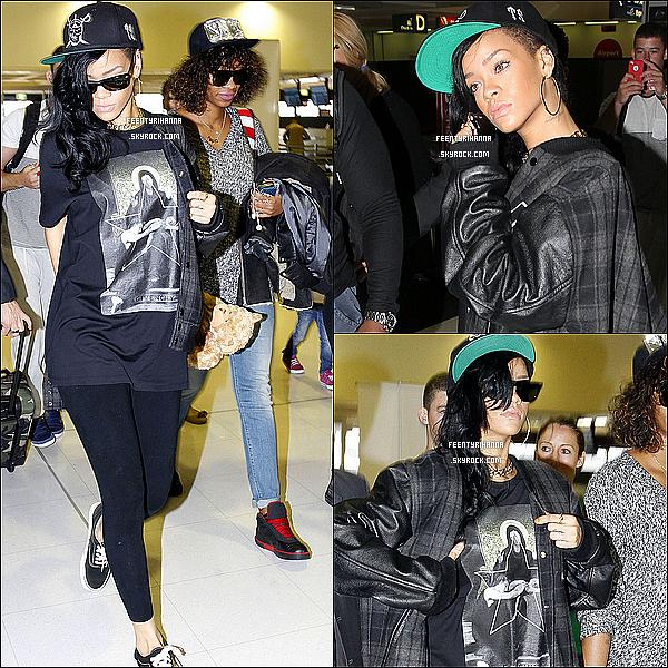 . 12/04/12 : Après sa visite à Sydney, Rihanna à était aperçut quittant la ville pour une destination inconnue..
