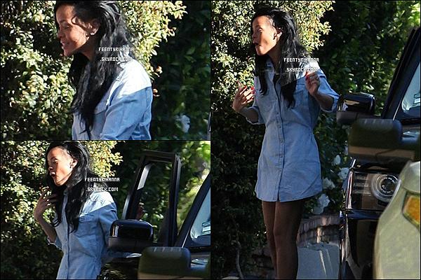 . 20/04/12 : Rihanna à était aperçut arrivant chez un ami de Los Angeles. Comment l'a trouves-tu ?.