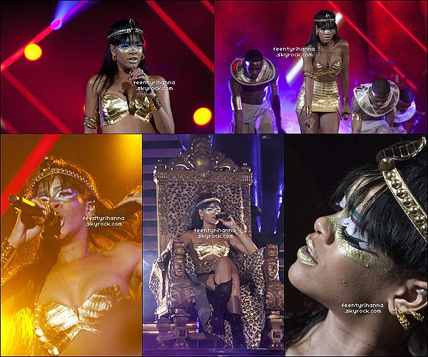 . 14/05/12 : Rihanna quittant son hôtel pour participer à l'évènement caritatif Robin Hood a New York. .