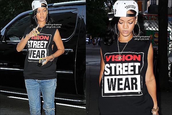 . 02/06/12 : Rihanna s'est rendue au Memorial Sloan-Kettering Cancer Center à New York City.  + Rihanna a aussi informé ses fans via Twitter qu'elle partirait pour Londres dans quelques jours pour y rester quelques mois.  .