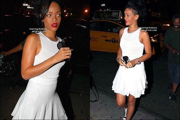 . 11/06/12 : Robyn Rihanna Fenty était hier dans les rues de New York City en tenue estivale. + Plus tard dans la soirée, Rihanna a été photographié quittant son hôtel pour se rendre dans un club où son ex Chris y était aussi. .