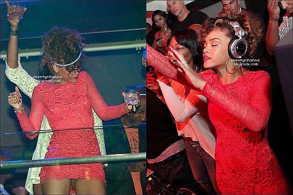 . 01/01/12 : Robyn Rihanna Fenty est allée fêter le premier jour de l'année 2012 dans le club LIV à Miami..