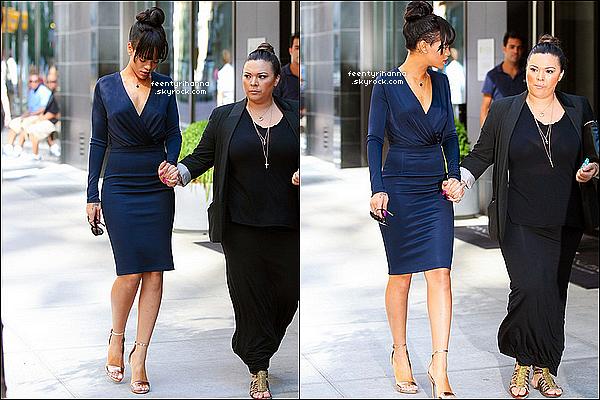 . 05/07/12 : Rihanna, toute triste est allée au restaurant TGI Friday's puis dans les rues de NYC. + Le lendemain, Rihanna a été aperçut quittant son hôtel à Brooklyn pour se rendre au funérailles de sa grand-mère à New York. .