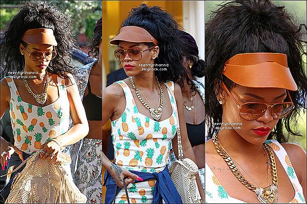 . 17/07/12 : Robyn Rihanna est allée sur les terres d'Italie pour faire du shopping avec ses amis. + Le 19 juillet, Rihanna est allée faire du shopping puis est allée dans les rues de Capri avant de retourner dans son yacht. .