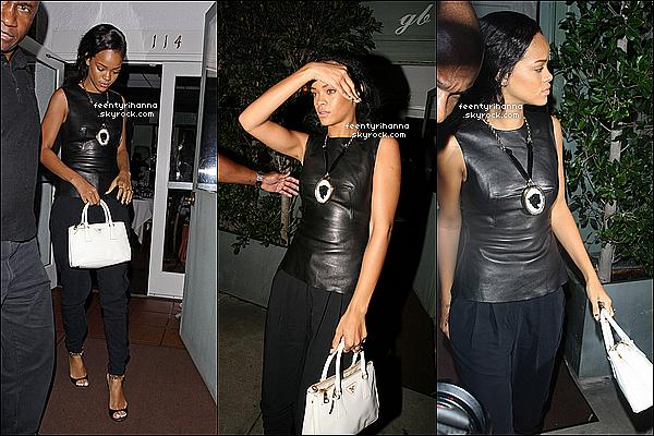 . 22/08/12 : Rihanna à été aperçut quittant le restaurant Giorgio Baldi à Los Angeles, Californie.  + Le lendemain, Rihanna est allée à nouveau manger italien toujours au Giorgio Baldi, son restaurant favori ! Top ou flop pour Riri ? .