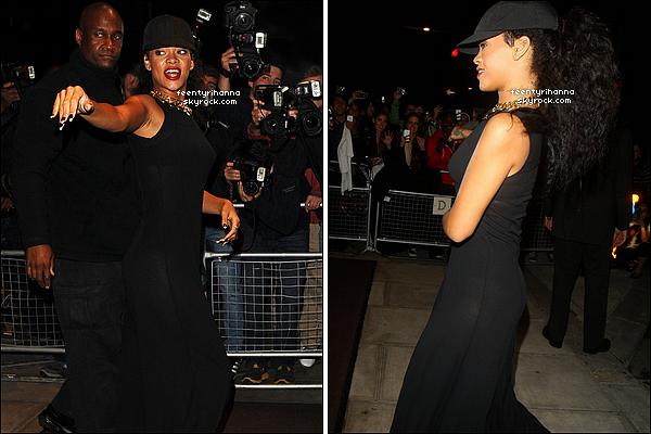 . 29/08/12 : Rihanna a été aperçue dans les rues de Londres, alors qu'elle quittait son hôtel.   + Rihanna, après avoir été au siège de River Island, est revenue tout sourire à son hôtel de Londres en Angleterre. Top ou flop?  .