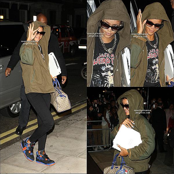 . 07/09/12 : Notre Rihanna Fenty est à Londres et a été aperçut arrivant à son hôtel.  + Le lendemain, notre magnifique barbadienne est allée à un salon de tatouages puis à une pizzeria à Londres, en Angleterre. Top, flop ? .