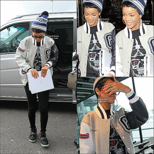 """. 09/09/12 : Rihanna est allée s'amuser au club """"Arts"""" avec Jay-Z et Lady Gaga à Londres.  + Le lendemain, Rihanna a été aperçut quittant son hôtel à Londres pour se rendre à l'aéroport. Elle est arrivée à Los Angeles hier soir. ."""