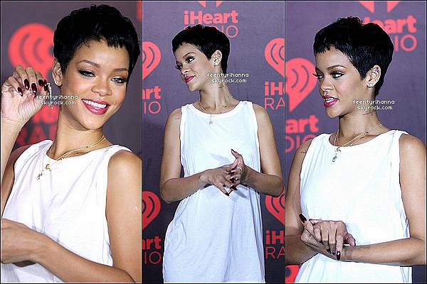 . 21/09/12 : Rihanna Fenty a performée au iHeartRadio Music Festival à Las Vegas.  De plus, Rihanna nous a dévoilée le logo de son prochain album, ainsi que des photos promotionnelles. Qu'en pensez-vous ? .