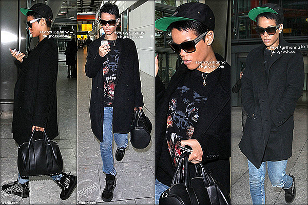 . 25/09/12 : Robyn arrivant à l'aéroport «Heathrow» dans la capitale d'Angleterre, Londres.  Diamonds sortira demain en exclusivité, suivez le live coverage de Rihanna-Diva dès 13h45, pour être sur de ne rien louper. Voir? .