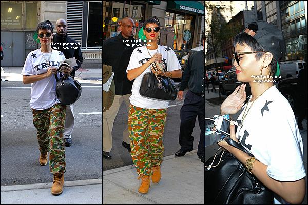 . 01/10/12 : Robyn Rihanna arrivant à son hôtel de New York, en Amérique. Top ou flop?  + Rihanna Fenty a regagnée son hôtel après une journée dans les rues de New York, puis s'est rendue au restaurant «Emilio's Ballato». .