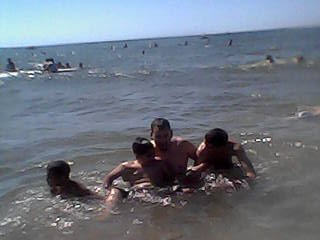 انا والاصدقاء في بحر