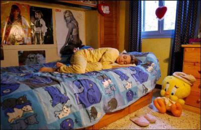 prissou dans sont lit