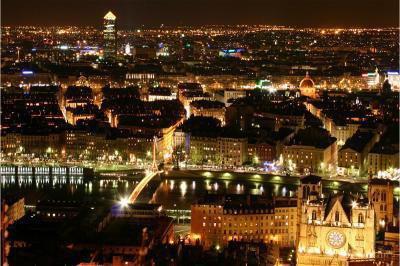 Paris peut être la capitale de la France, LYON est la capitale de mon coeur.