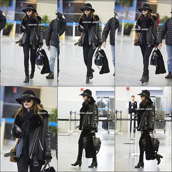 ; CANDIDS | Dakota a été repéré à l'aéroport LAX de Los Angeles, après avoir quitter la cérémonie des Oscars, 22.02.15....;pour prendre un avion direction New York. Elle a donc ensuite été photographier à l'aéroport JFK. ;