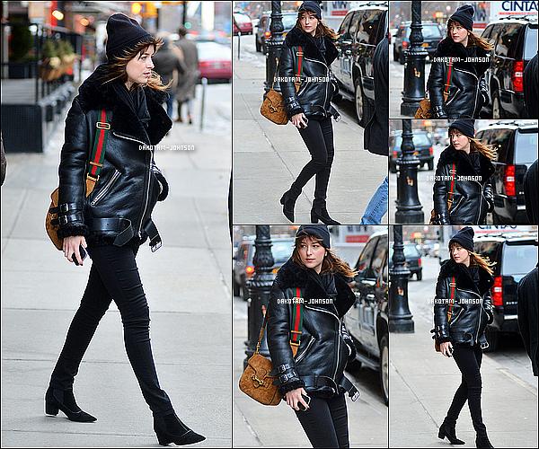 ; CANDIDS | Décidément les paparazzis ne lachant pas Dakota d'une semelle ! Elle à été photographier à la sortit 23.02.15....;de son hôtel à New York le Tribeca. Tenu décontracter, et bonnet pour Dakota qui semble fatigué ... ;