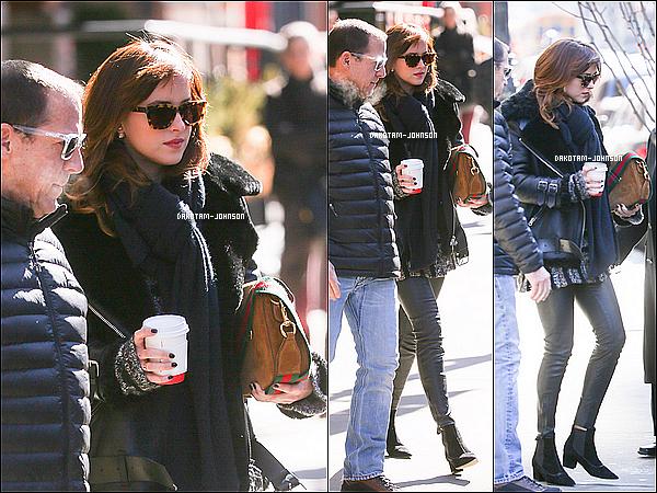 ; CANDIDS | Dakota c'est rendu mercredi à l'enregistrement de l'émission Saturday Night Live toujours à NYC, 25.02.15....;l'émission sera diffusé samedi aux USA + la veille elle à été apperçu dans les rues de New York ! ;