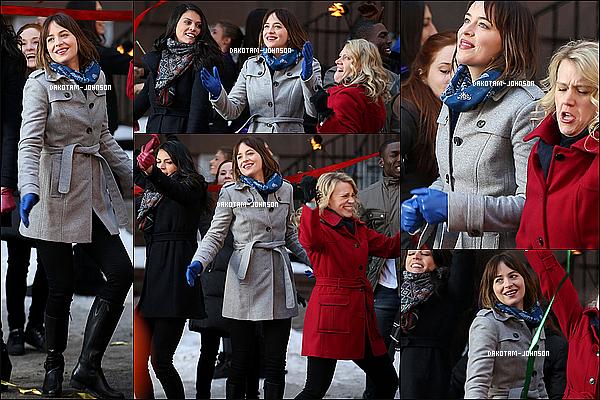 ; 27/02/15 | Dakota et l'équipe de l'émission SNL ont été tournée quelques scènes pour l'émission du 28/02 ;