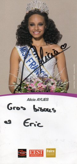 Dédicace d'Alicia Aylies (Miss France 2017)