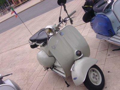 """Et voici Vincent, qui nous vient de la région de St Avold, avec son ami Christian, puriste et passionné, puisqu'il possède une collection de quelques beaux scooters des années 1950 à 1960 dans un état super, welcome """"Vincenzo"""""""