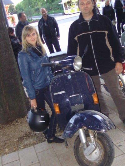 Et voilà, un ami d'enfance retrouvé, du vieux quartier de Metz, Patrick et sa fille Amandine, sur leur PX 125 bleu marine !