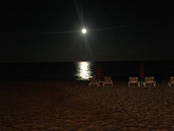 Reflet de la Lune sur une plage en Corse