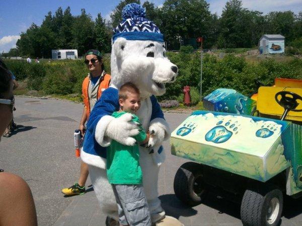 Moi et la mascotte de l'aquarium du Québec ( il y a 2 ½ )
