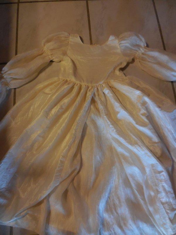 2 robes pour petites princesses et un costume d 'elfe celle là c'est la robe Clair de lune de peau d'ane