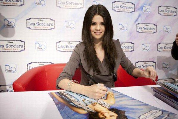 """Selena Gomez : de retour dans un film """"Les sorciers de Waverly Place"""" !"""