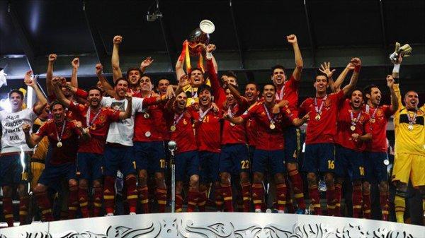 Saisis un titre   Euro 2012: l'Espagne, la plus belle équipe de l'histoire