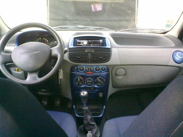 Intérieur de la Punto (couleur carrosserie). - run69