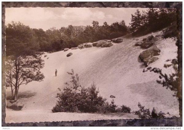 vus de la carrière de sable blanc de Fleurines qui a appartenu a la société Saint Gobin  avent la vallée des Peaux Rouges