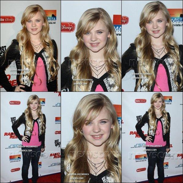 .  Le 15/02/12/. Sierra McCormick était à la Premiere Rebel Radio .