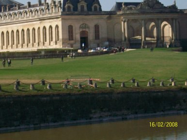 LA COMTOISE  SUITE : CHANTILLY : LES GRANDES ECURIES !