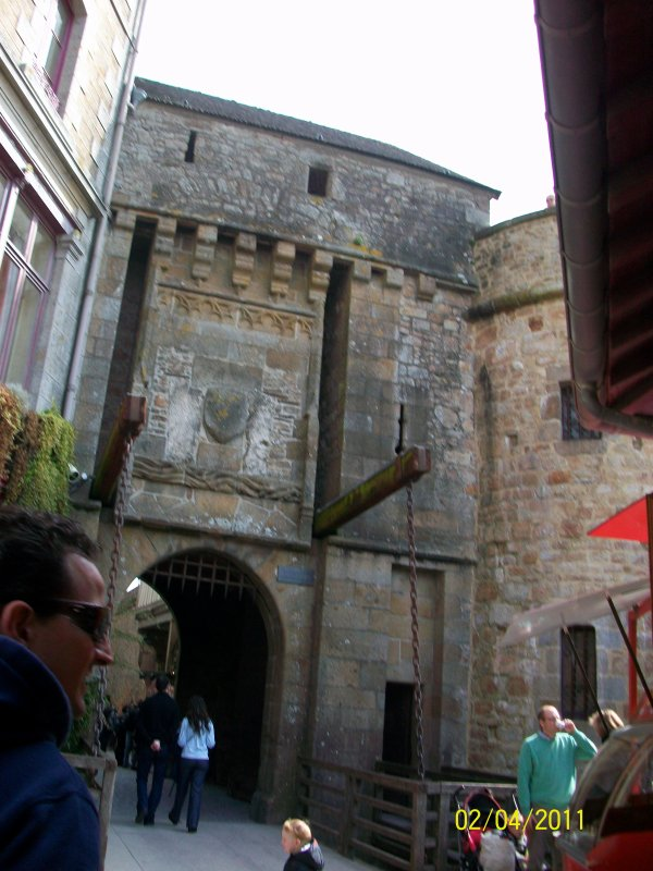 VISITE : VILLAGE DU MONTS ST MICHEL ! (Attention les marches !)